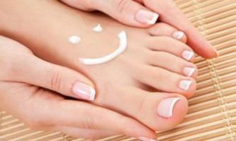 Білі плями на нігтях: чому з`являються, причини і як позбутися. Харчування, вітаміни і сучасні засоби