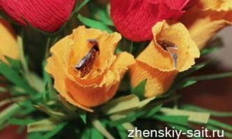 Букет з цукерок своїми руками «червоно-жовті троянди»