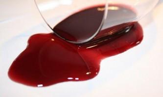 Чим реально відіпрати червоне вино?