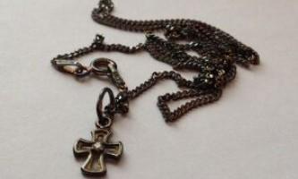 Чистка срібла: догляд за срібними прикрасами, як почистити срібний хрестик