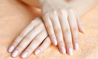 Що означають білі точки на нігтях?