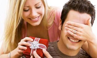 Що подарувати чоловікові на річницю весілля