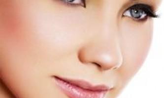 Домашні крему і натуральні масла для догляду за шкірою повік