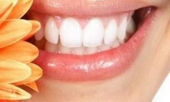 Домашні процедури по відбілюванню зубів: старовинні рецепти