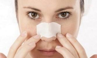 Як позбутися від вугрів і чорних крапок на носі