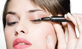 Як навчитися правильно фарбувати очі підведенням?