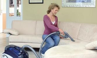 Як почистити меблі від плям?