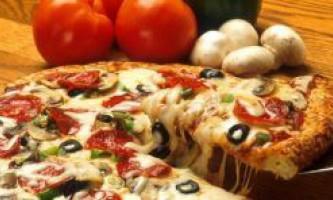 Як приготувати смачну піцу з того, що під рукою: італійський ресторан у вас дома!