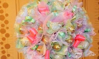 Як зробити букет з цукерок в каркасі?