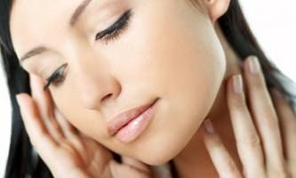 Як варто доглядати за сухою шкірою на обличчі?