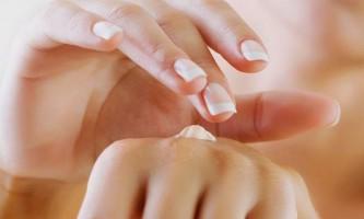 Червоні плями на руках: причини, лікування