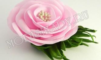 Ніжна рожева троянда з фоамірана
