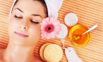 Маска для обличчя з медом для різних типів шкіри