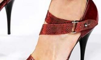 Модне взуття весна-літо 2010: високий каблук і взуття без каблука. Ботильйони. Оздоблення взуття: ремінці, шнурки і колір модного взуття