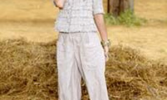Модні жіночі брюки весна-літо 2010: брючні костюми, банани, галіфе, шкіряні, блискучі, широкі і вузькі штани. Капрі і бермуди