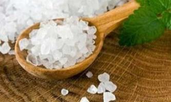 Морська сіль - природний засіб для боротьби з прищами