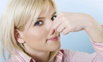 Про що говорить неприємний запах з рота і білий наліт на язиці?