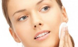 Герпес на голові в волоссі: причини, симптоми і лікування