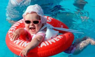 Плавання новонароджених з колом: техніка, поради