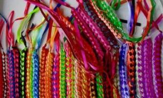 Плетіння браслетів зі стрічок: поради новачкам від експертів