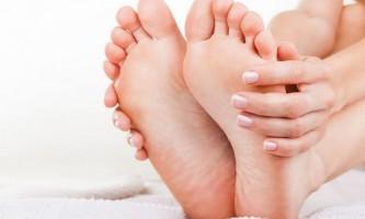 Чому почорніли нігті на ногах: чи є привід для занепокоєння?