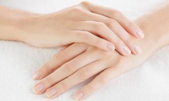 Чому з`являються поздовжні смуги на нігтях?