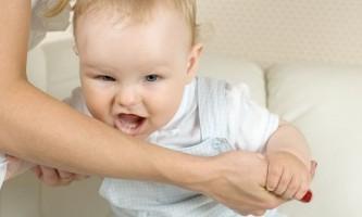 Чому дитина сильно кусається?
