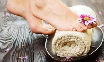 Чому тріскаються нігті на ногах: причини і лікування!