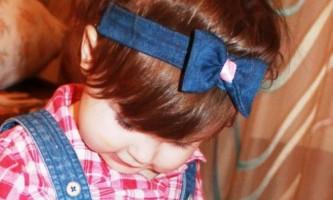 Пов`язка на голову з джинсової тканини для дівчинки своїми руками