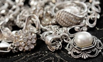 Правильна чистка срібла народними засобами