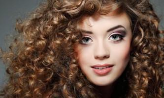 Правильний догляд за кучерявим волоссям
