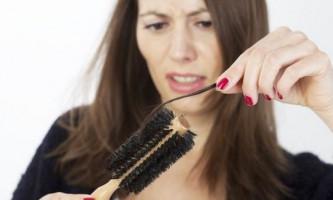 Причини випадіння волосся на голові