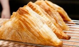 Рецепти на швидку руку: що приготувати з листкового дріжджового тіста?
