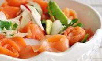 Салат з авокадо і сьомгою, кілька варіантів рецептів