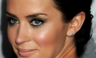 Види макіяжу для сірих очей і темного волосся