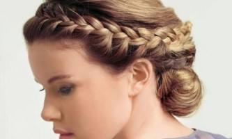 Всі тонкощі плетіння косичок на середні волосся